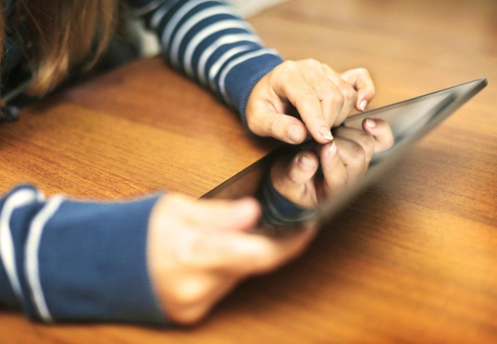 Viele Facebook-Freunde bringen bei Jugendlichen ein erhöhtes Stresslevel mit sich. (Bild: SkyLine/fotolia.com)
