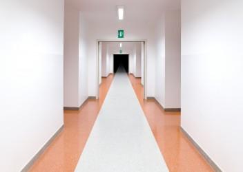 Offenbar aus Angst vor einer bevorstehenden Operation ist ein 55-Jähriger Patient aus einem Kölner Krankenhaus geflohen. Um Mithilfe bei der Suche wird gebeten. (Bild: fabiomax/fotolia.com)