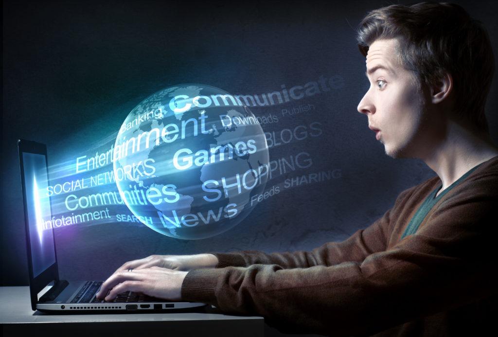 Eltern sollten die Anzeichen einer Internetsucht kennen und frühzeitig gegensteuern. (Bild: lassedesignen/fotolia.com)
