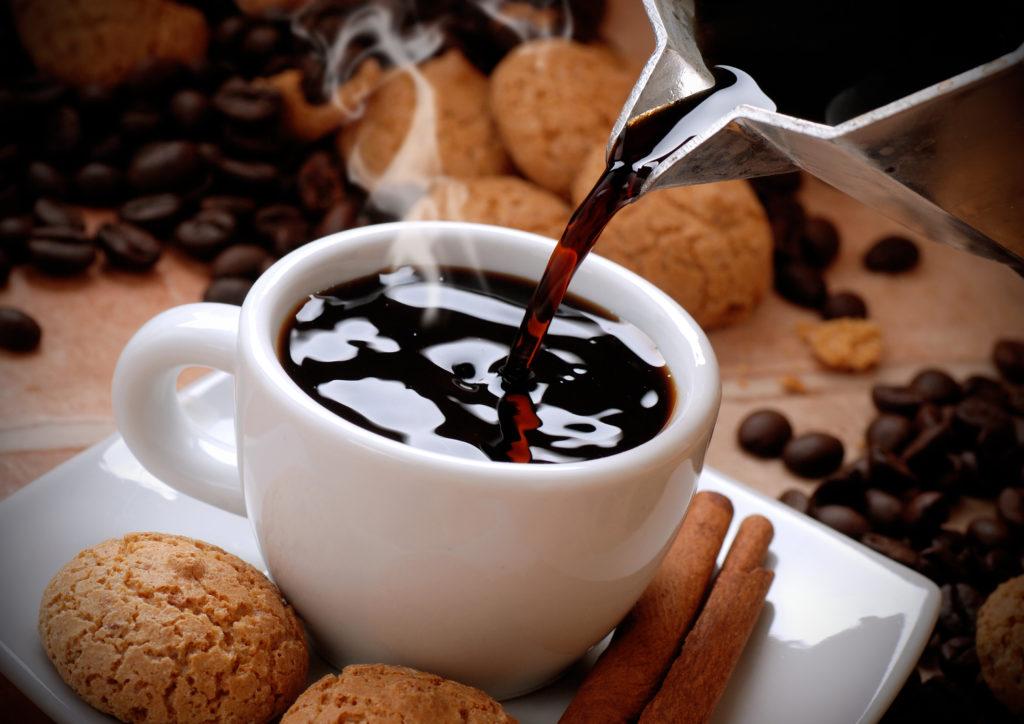 Viele Deutsche trinken drei bis vier Tassen Kaffee pro Tag. (Bild: al62/fotolia.com)