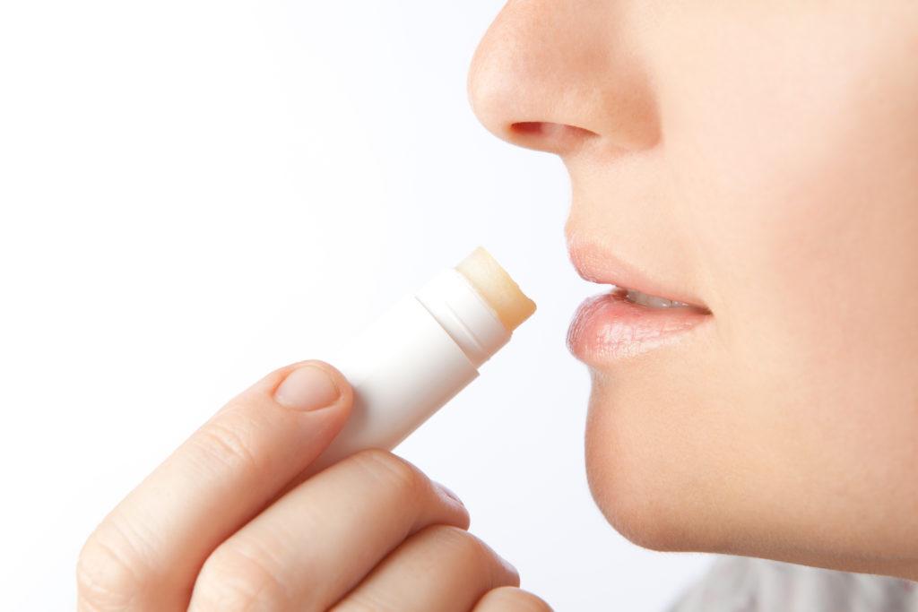 Viele Lippenpflegestifte enthalten schädliche Substanzen. (Bild; steinerpicture/fotolia.com)