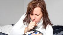 Nächtliches Schwitzen kann im Zusammenhang mit Fieber auftreten, jedoch auch auf psychische Probleme hinweisen. (Bild: Peggy Blume/fotolia.com)