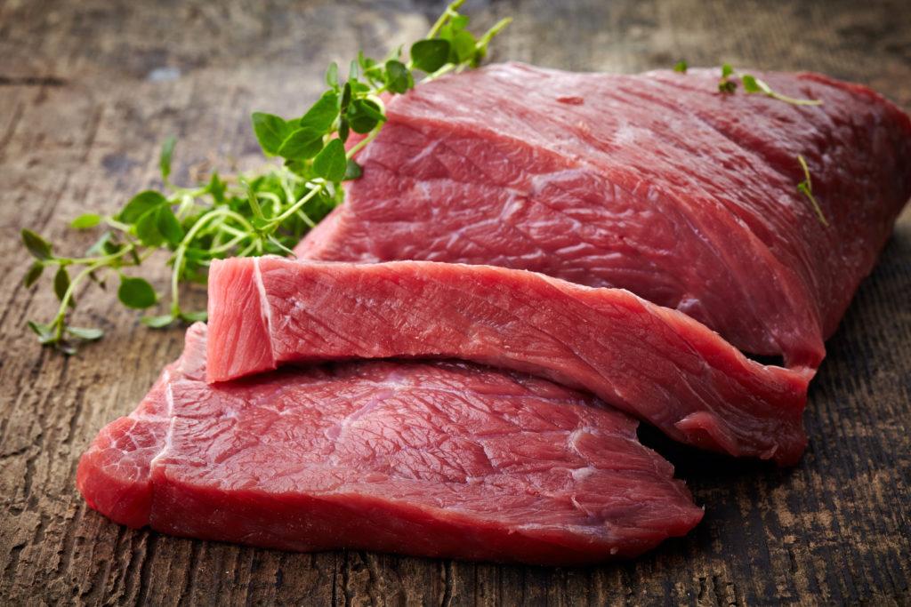 Bestimmte Substanzen im Rindfleisch werden in Zusammenhang mit der Entstehung von Darmrebs gebracht. (Bild: Mara Zemgaliete/fotolia.com)