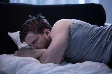 Die Gedanken an die Probleme auf der Arbeit rauben vielen Menschen nachts den Schlaf. (Bild: photographee.eu/fotolia.com)