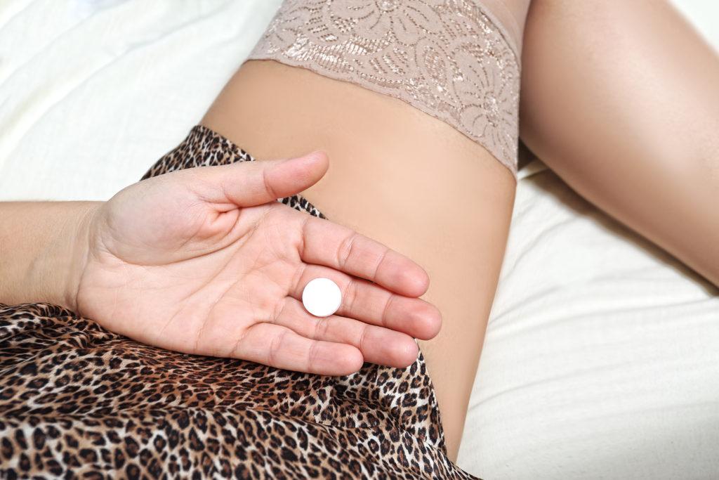 Gefährlicher Rausch mit Sex und Drogen. Bild: ambrozinio - fotolia