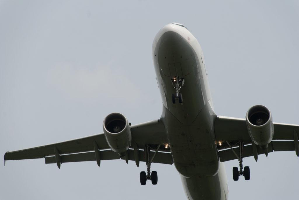 Studie zeigt Zusammenhang zwischen schwerwiegenden Erkrankungen und Fluglärm. Bild: kathijung - fotolia