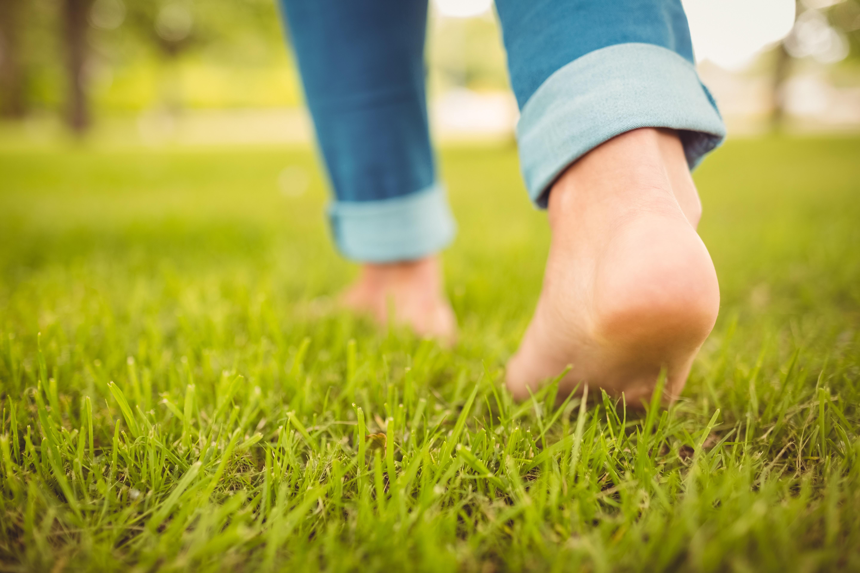 Barfußlaufen verhindert spätere Fußschmerzen..