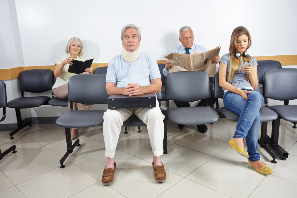 """""""Darf ich mich als Privatpatient ausgeben, um schneller einen Arzttermin zu bekommen?"""" Bild: Robert Kneschke - fotolia"""
