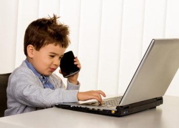 Kinder sollten über die Gefahren des Internets schnell aufgeklärt werden. Bild: Gina Sanders - fotolia