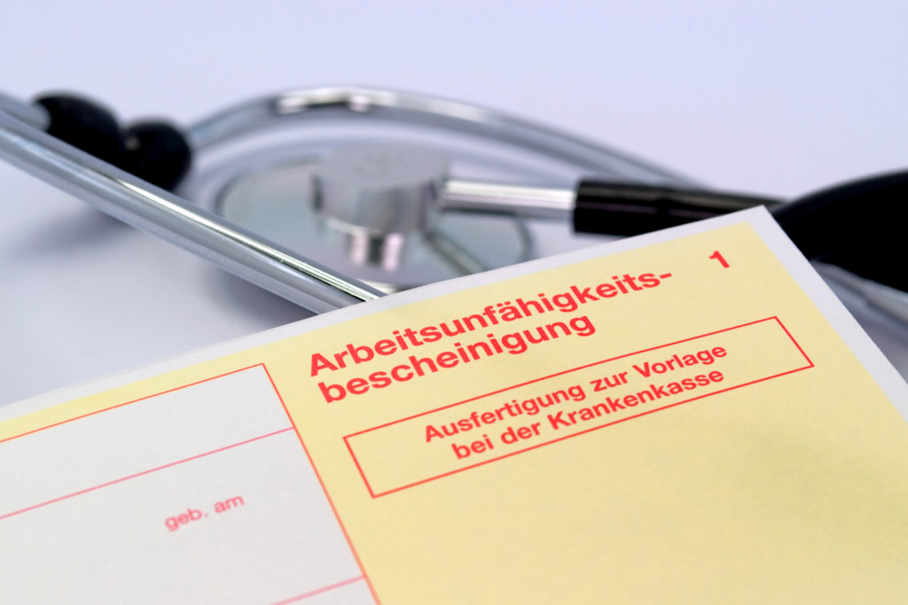 """Immer häufiger reichen Arbeitnehmer wegen psychischer Beschwerden oder Muskel-Skelett-Erkrankungen einen """"gelben Schein"""" ein. (Bild: M. Schuppich/fotolia.com)"""