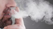 Kann Rauchen die Verdauung anregen? Bild: simonaphoto - fotolia