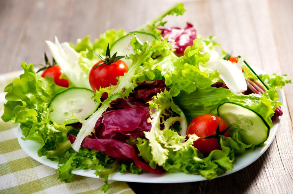 Auch im Winter Salat genießen. Bild: Dani Vincek - fotolia