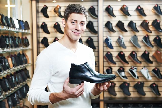 Bei Diabetes Schuhe besser am Nachmittag kaufen. Bild: Kadmy - fotolia