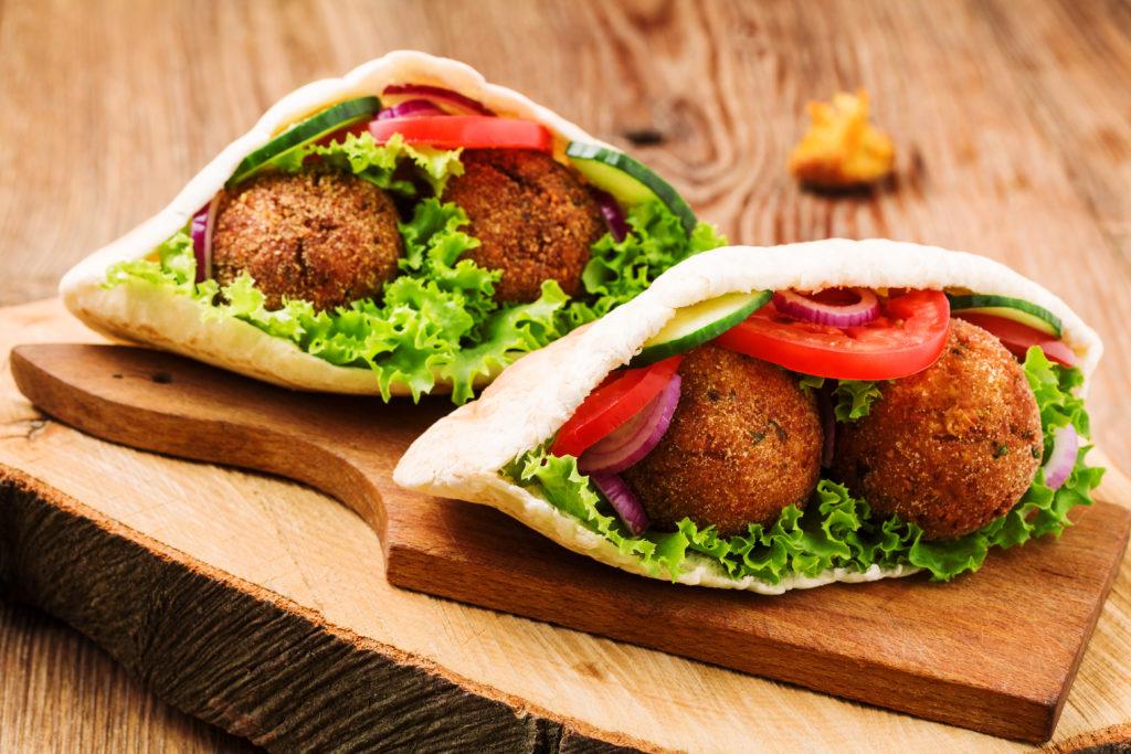 So klappts mit dem veganen Essen, wenn Freunde zu Besuch kommen. Bild: gkrphoto - fotolia
