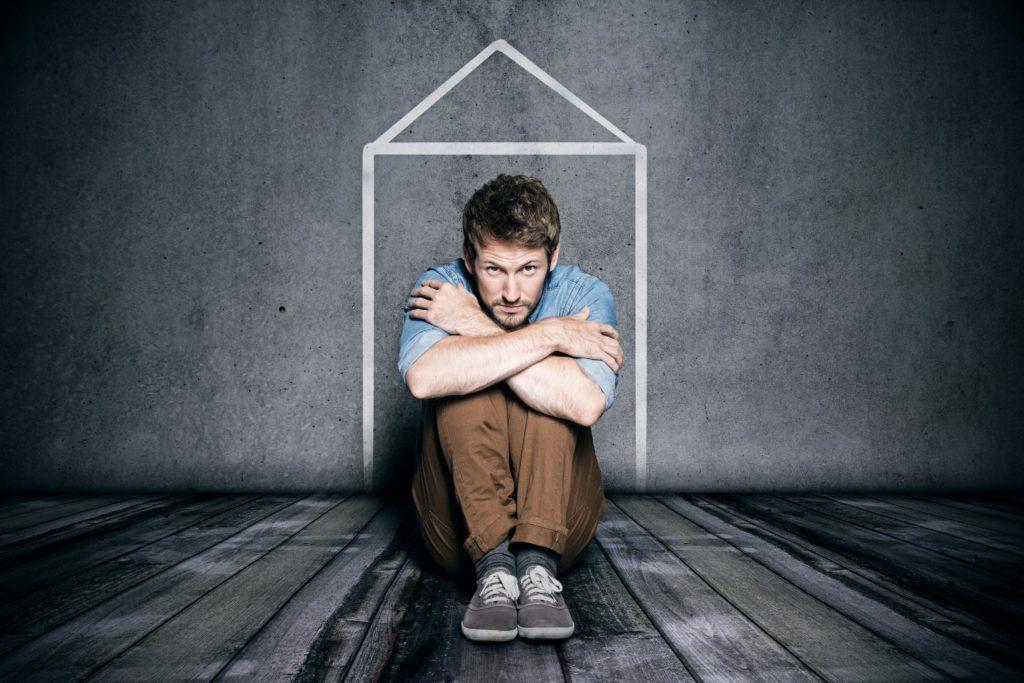 Eine Agoraphobie hat nicht selten zur Folge, dass Betroffene kaum noch das Haus verlassen. (Bild: lassedesignen/fotolia.com)