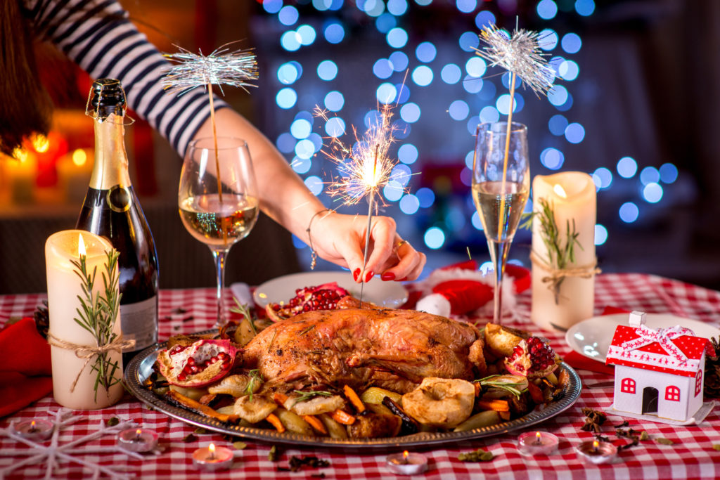 Champagner ist durchaus auch zu kräftigen Mahlzeiten geeignet. (Bild: rh2010/fotolia.com)
