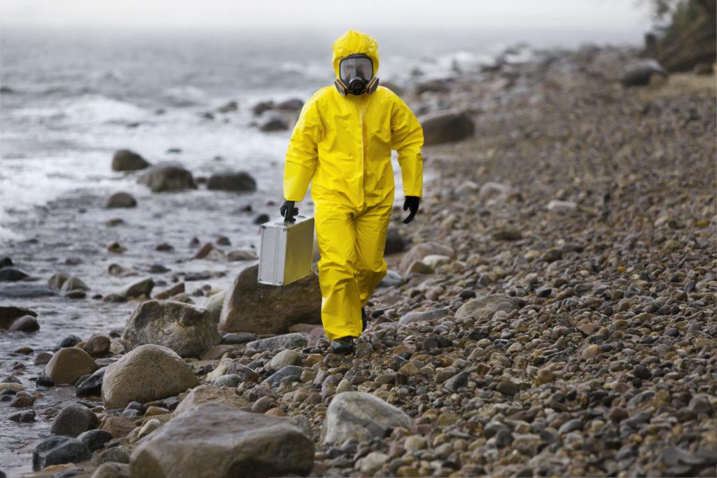 Berufe, in denen ein Schutzanzug getragen werden muss, können für Diabetiker problematisch werden. (Bild: endostock/fotolia.com)