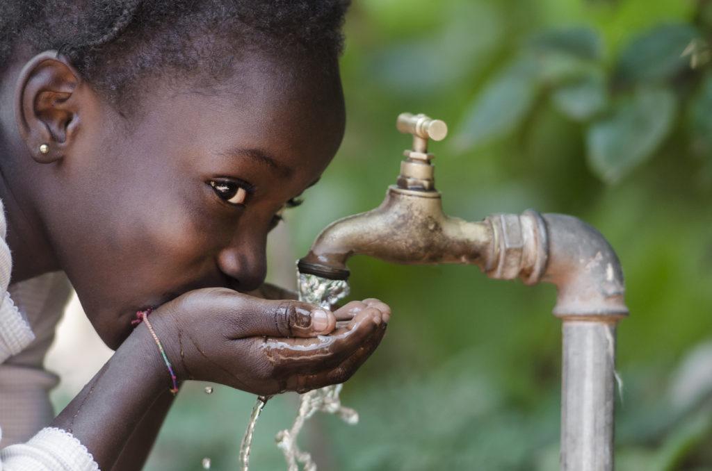 Tausende Kinder in Westafrika wurden durch die Ebola-Epidemie zu Waisen und sind nun auf Hilfe angewiesen. (Bild: Riccardo Niels Mayer/fotolia.com)