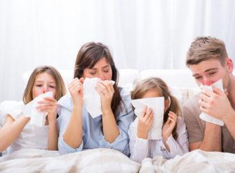 Gegen Erkältungen können zahlreiche verschiedene Hausmittel zum Einsatz kommen, wobei diese auf das Beschwerdebild abgestimmt werden sollten. (Bild: drubig-photo/fotolia.com)