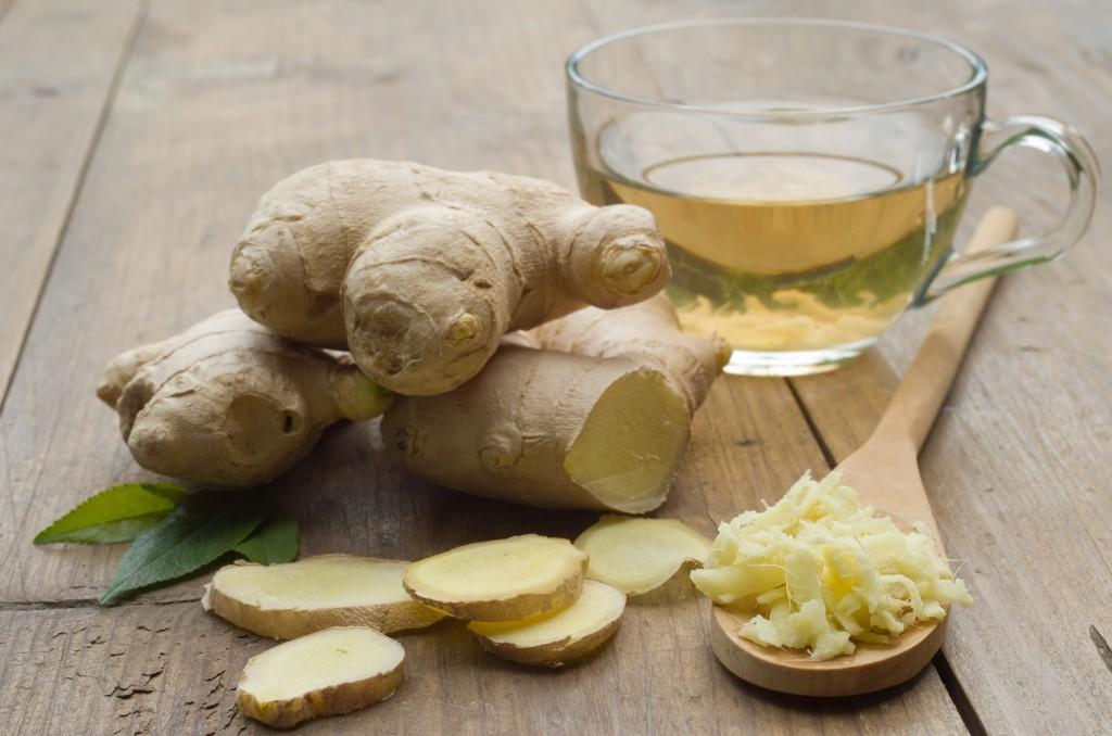 Ingwer-Tee hilft nicht nur bei Erkältungen, sondern lindert auch Verdauungsbeschwerden und stärkt allgemein die Abwehrkräft. (Bild: aboikis/fotolia.com)