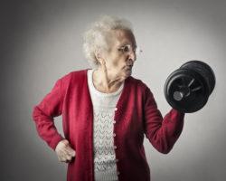 Oma stemmt Gewichte.