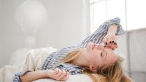 Verschiebungen des Schlafrhythmus am Wochenende sind nicht gut für die Gesundheit. (Bild: vadymvdrobot/fotolia.com)