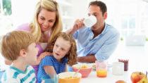 Ein gutes Frühstück verbessert die Leistungsfähigkeit der Kinder. Bild: Monkey Business - fotolia