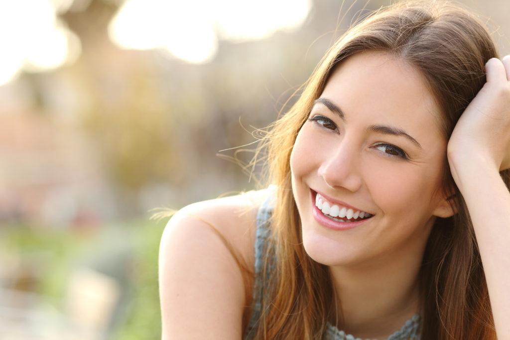 Glatte und Pickelfreie Haut soll Vertrauenserweckender sein. Bild: Antonioguillem - fotolia