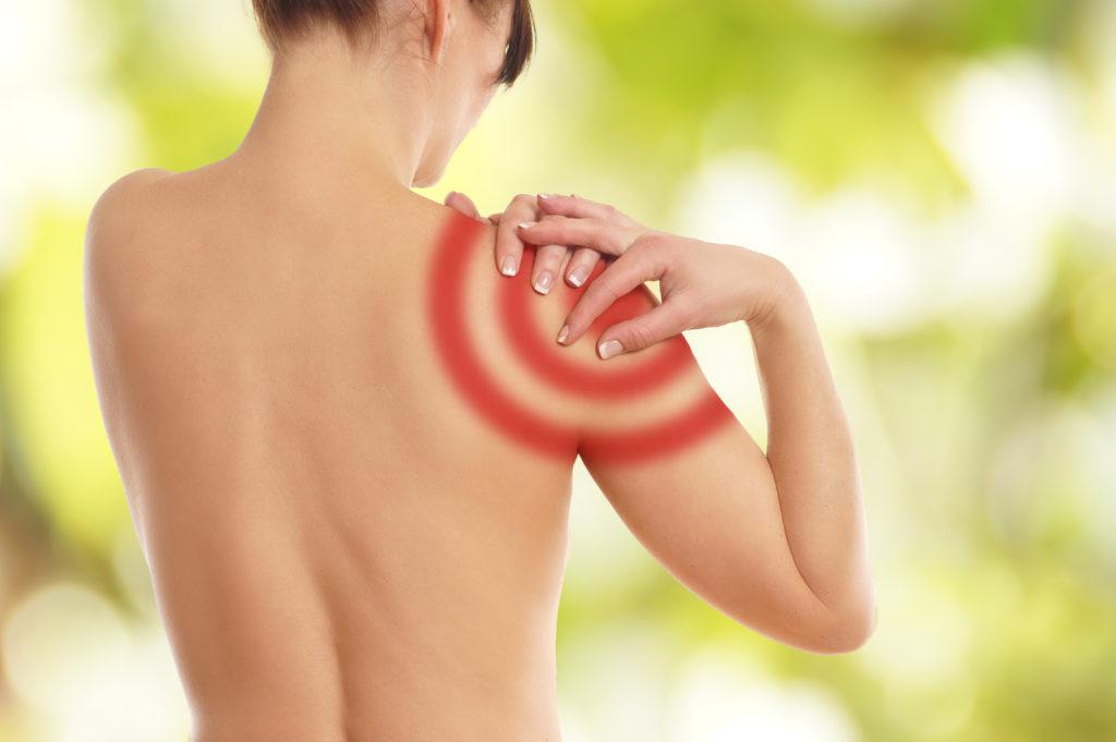 Schmerzen durch eine sogenannte Kalkschulter. Bild: underdogstudios - fotolia