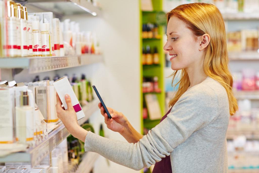 Neues Buchsymbol auf Kosmetik-Produkten. Bild: Robert Kneschke - fotolia