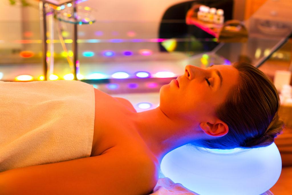 Eine Lichttherapie kann bei Winterdepressionen helfen. Bild: Kzenon - fotolia