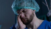 Überarbeitete Ärzte: 50 Prozent der Klinikärzte würden aufhören, wenn sie könnten. Bild: Photographee.eu - fotolia