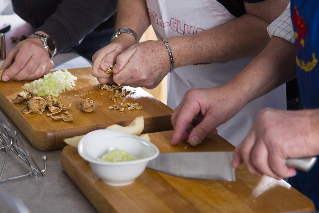 Keime an Messern und Küchenutensilien. Bild: imagox - fotolia