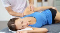 Spezielle Techniken bei Rückenschmerzen. Bild: contrastwerkstatt-fotolia