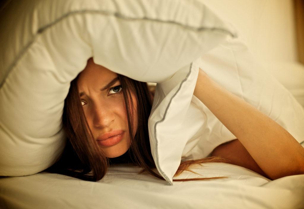 Müde trotz langem Schlafen? Liegt es am zulange schlafen? Bild: lenets_tan - fotolia