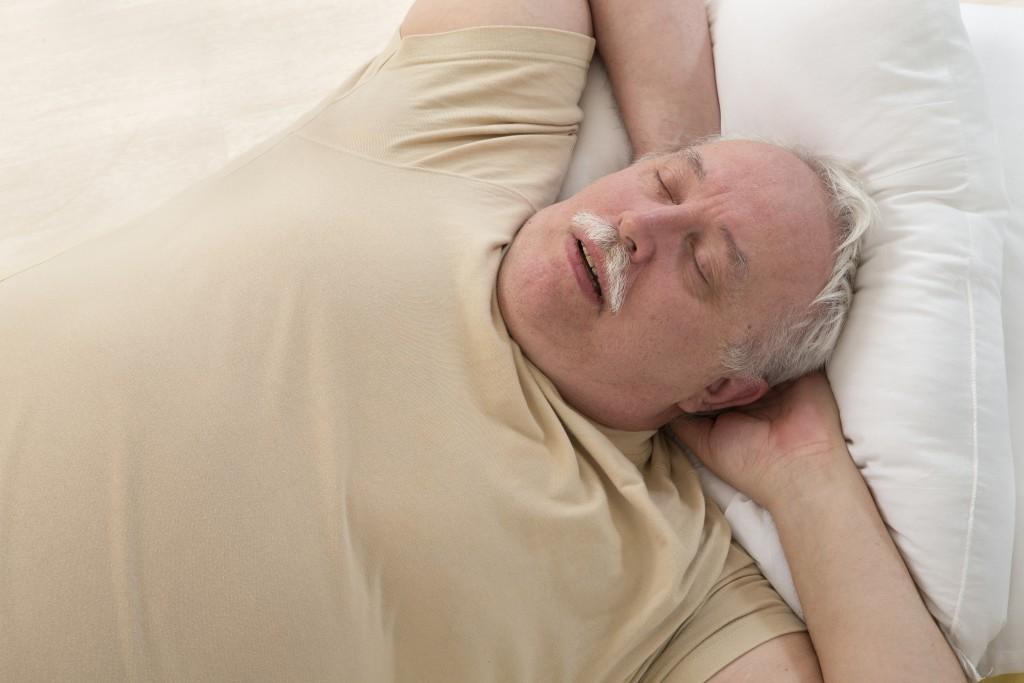 Der Abbau bestehenden Übergewichts kann in vielen Fällen bereits eine deutliche Reduktion der nächtlichen Atemaussetzer bedingen. (Bild:JPC-PROD/fotolia.com)