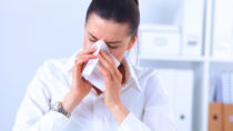 Allergien am Arbeitsplatz können auch im Büro auftreten, beispielsweise gegen Materialien der Drucker und Kopierer. Doch allergische Reaktionen auf Tonerbestandteile sind vermutlich eher selten. (Bild: lenets_tan/fotolia.com)