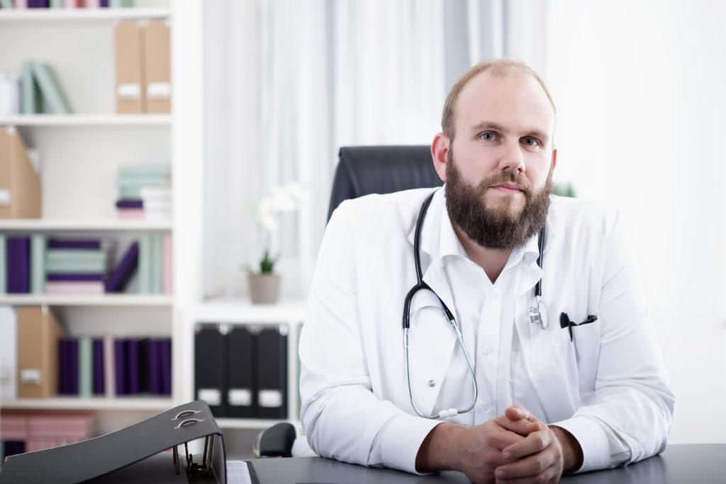 In den Bärten von Medizinern fanden Forscher weniger krankmachende Bakterien, als auf der glattrasierten Haut ihrer Kollegen. (Bild: tunedin/fotolia.com)