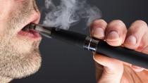 E-Zigaretten helfen laut einer aktuellen Studie nicht bei der Rauchentwöhnung. (Bid: esoxx01/fotolia.com)