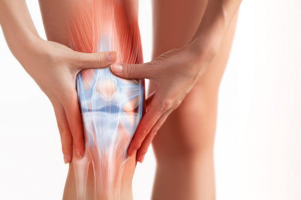 Knieprellung: Schwellung, Schmerz und Hämatome