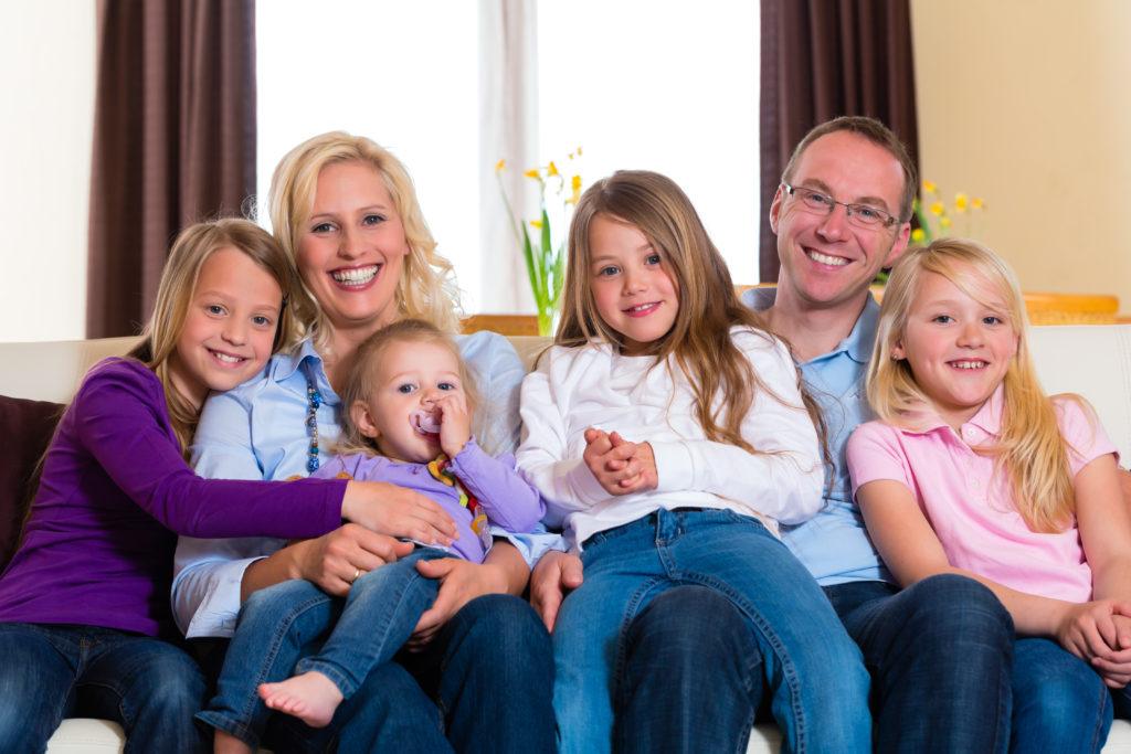 Mütter mit vielen Kindern fühlen sich länger jung und vital. (Bild: Kzenon/fotolia.com)