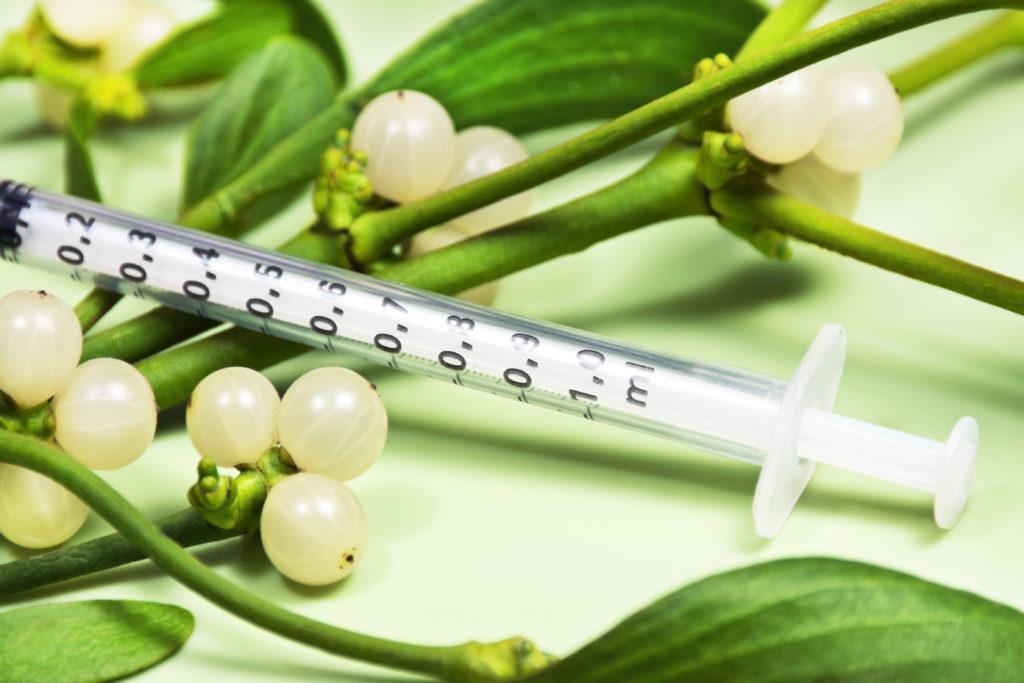 Die Kostenübernahme für den Einsatz anthroposophischer Mistelpräparate ist nur bei palliativer Anwendung vorgesehen. (Bild: PhotoSG/fotolia.com)