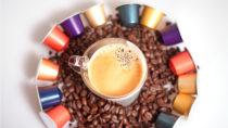 Die Kaffee-Kapseln sind nicht nur eine erhebliche Belastung für die Umwelt, in den Maschinen können sich zudem gesundheitsgefährdende Keime sammeln. (Bild: Daniela Stärk/fotolia.com)