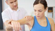 Diagnose und Therapie bei Schmerzen im Arm. Bild: contrastwerkstatt - fotolia