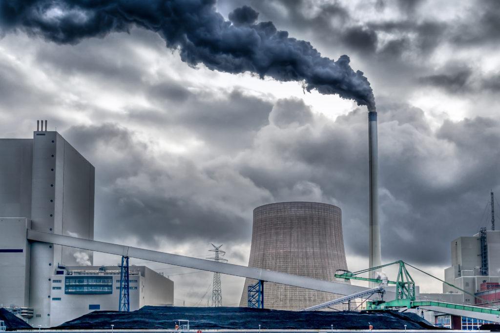 Viele deutsche Kohlekraftwerke stoßen deutlich zu viel Quecksilber aus. In den USA dürften sie bei den vorliegenden Werten übehaupt nicht betrieben werden. (Bild: patila/fotolia.com)