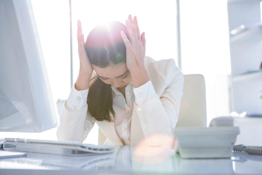 Rückenschmerzen und Mausarm durch die Arbeit am Computer verhindern. Bild: WavebreakMediaMicro - fotolia