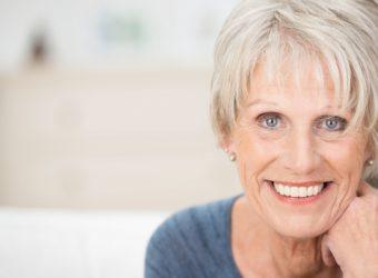 Falten gehören zum Leben dazu. Ein paar natürliche Anwendungen können jedoch dazu beitragen, den Alterungsprozess der Haut zu verlangsamen. Bild: contrastwerkstatt - fotolia