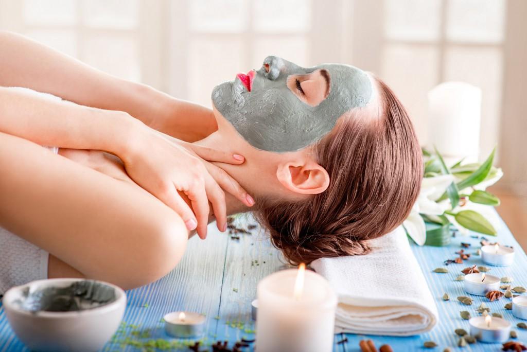 Gesichtsmasken aller Art versprechen Erholung für die Haut. Bild: contrastwerkstatt - fotolia