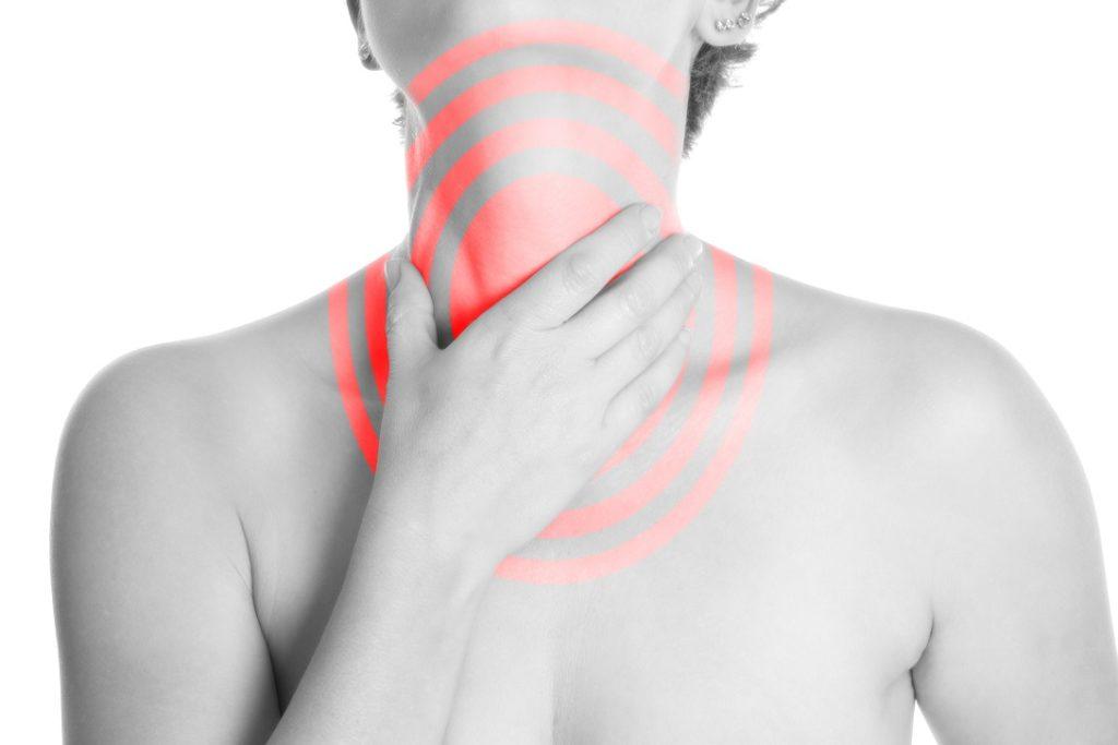 Einfach Hausmittel können bei Halsschmerzen helfen. Bild: SENTELLO - fotolia