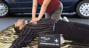 Eine Herz-Druck-Massage kann Leben retten. Bild: Dron - fotolia